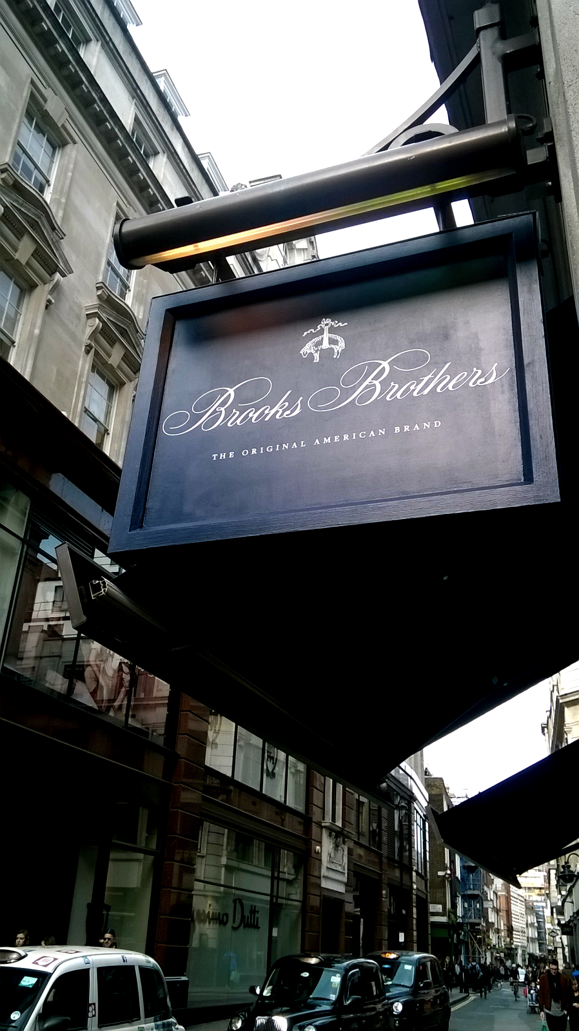 Illuminated Fascia Brooks Brothers Regent Street London E Signs ® installed sign www.e-signs.co.uk