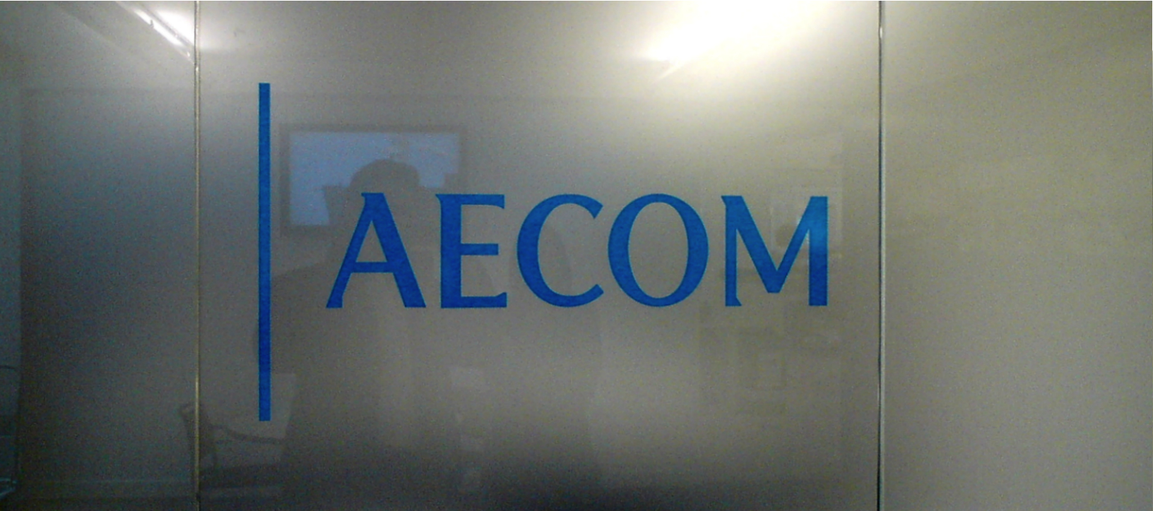 Illuminated Fascia E Signs ® AECOM VINYL SIGN 4TH FLOOR ewwwe-signscouk